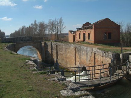 Esclusa, casa y puente